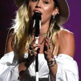 rs_634x1024-170521183857-634.Miley-Cyrus-Billboard-Music-Awards-Las-Vegas.kg.052117